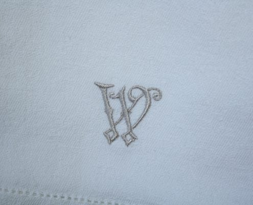 Servet met een monogram
